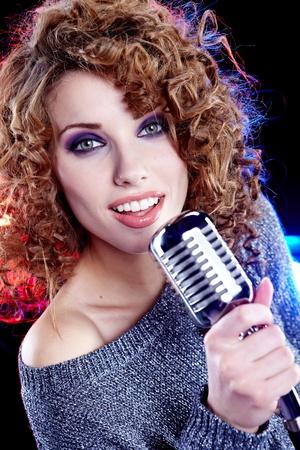 cantando: Retrato de mujer cantando