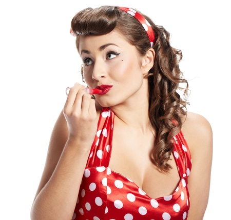 Pin-up mujer de la aplicación de su maquillaje Foto de archivo