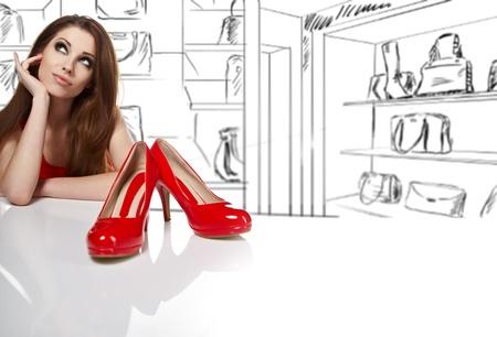 tienda zapatos: las mujeres en la tienda y pensando en qué zapatos comprar