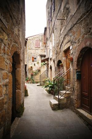 vintage: kleine backstreet in een Italiaans dorp