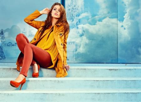 moda: Donna in autunno città di Mosca