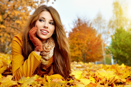 young brunette woman portrait in autumn color  Zdjęcie Seryjne