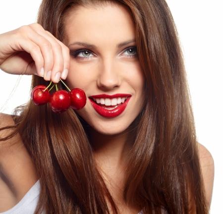 labios rojos: cherryes morena celebraci�n, primer plano, mirando a la c�mara