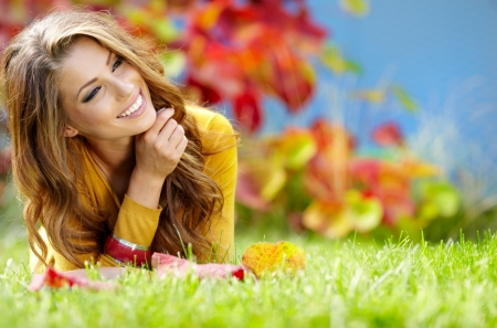 woman beauty: beautiful girl with book in the autumn park