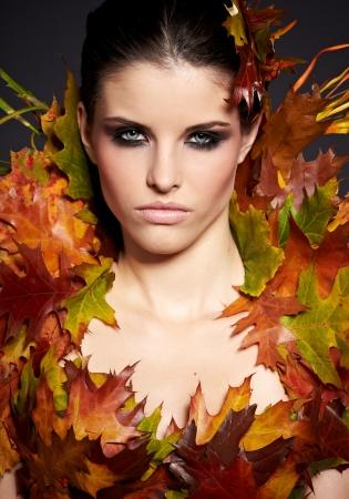 Autumn Woman  Fall  Beautiful Stylish Girl With Professional Makeup Stock Photo - 16732294