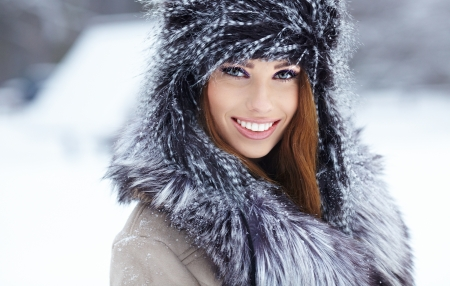 Young woman winter portrait  Shallow dof Stock Photo - 17056218