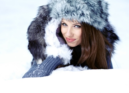 Attractive young woman in wintertime outdoor Stock Photo - 17130071