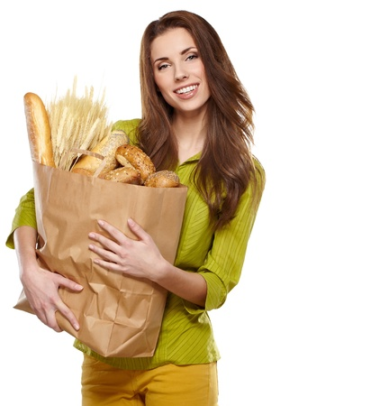 bolsa de pan: Mujer sonriente con una bolsa de comestibles
