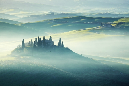 italia: morning on countryside, San Quirico d´Orcia, Tuscany, Italy