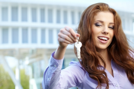 passing over: Estate Agent giving out a key