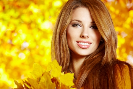 beautiful face: Autumn woman on leafs background