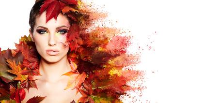 創造的なメイクと秋の女性の肖像画