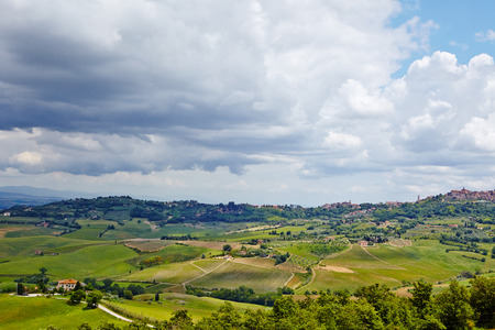 san quirico: Scenic Tuscany landscape with rolling hills and beautiful cloudscape in Val dOrcia, Italy