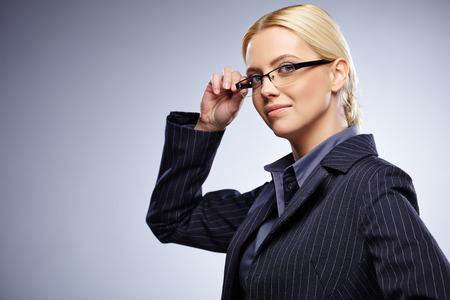 beleza: Mulher de negócio nos vidros