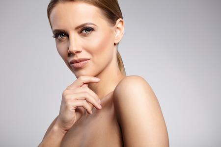 the middle ages: Retrato de la belleza natural. Mujer hermosa del balneario. Piel Fresca perfecto.