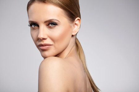 beautiful face: Natural Beauty Portrait. Beautiful Spa Woman . Perfect Fresh Skin.