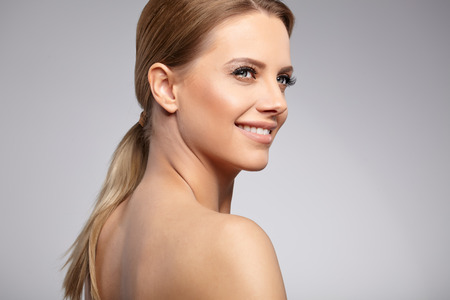 Naturlig skönhet Porträtt. Vackra Spa Woman. Perfect Fresh Skin.