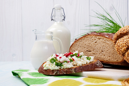 redish: Components of a healthy breakfast of Dairy products.