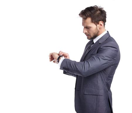 jonge zakenman op zoek naar horloge op een witte achtergrond Stockfoto