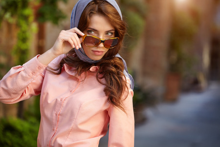mujeres fashion: Beautiful woman on the streets of the old Italian town