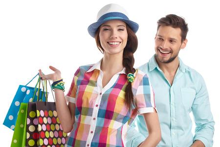 chicas comprando: Pareja con bolsas de la compra. Lanzamiento del estudio