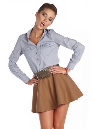 belle brune: Belle femme brune portrait en couleurs de l'automne. Studio de tournage