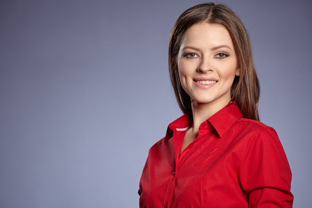 Lächelnde junge Geschäftsfrau. Standard-Bild