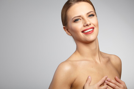 beauty skin: Beautiful Woman with Perfect Fresh Skin. Stock Photo