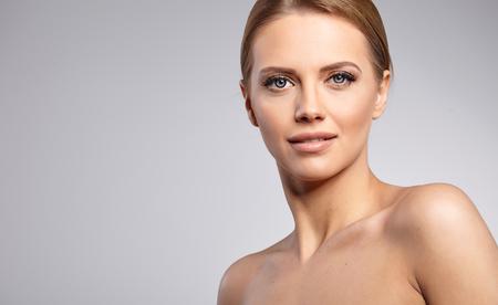 visage: Natural Beauty Portrait. Belle femme Spa. Peau douce parfaite.