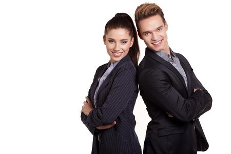 Retrato de la feliz pareja de negocios de pie junto aisladas sobre fondo blanco