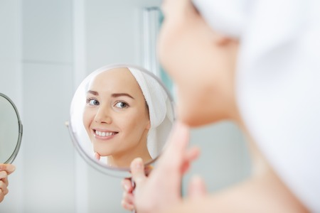 face of young beautiful healthy woman and reflection in the mirror Stockfoto