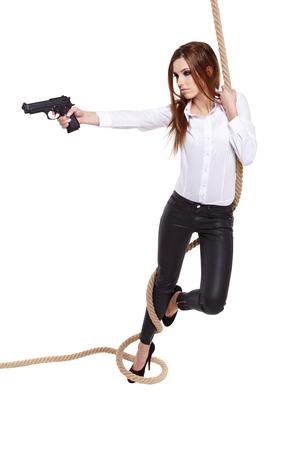 black girl: Sexy Mädchen, das eine schwarze Pistole Lizenzfreie Bilder