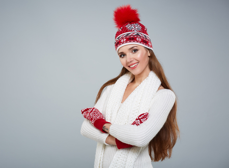 warm clothing: Beautiful winter woman in warm clothing