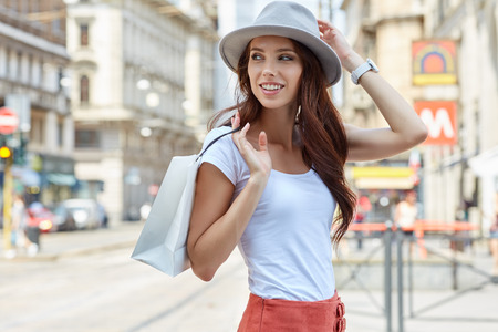 travel woman: Young beautiful woman with shopping bags in the city