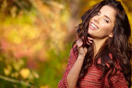 Mooie sensuele herfst vrouwen.