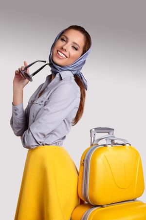 valise voyage: Femme préparation pour Voyage sur les vacances d'été Banque d'images