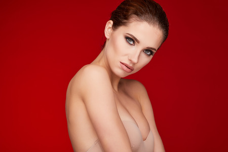 glamour makeup: Glamour portrait of beautiful woman model with fresh daily makeup