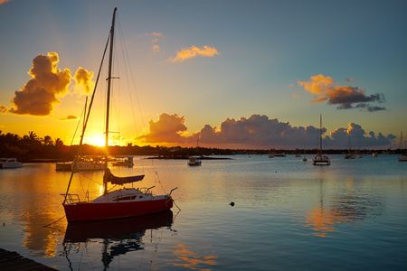 twiddle: Fishing boats on the background of incredible golden sunset, clouds and setting sun. Mauritius Island, Indian Ocean