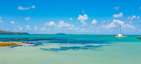 playas tropicales: increíbles playas de arena blanca de la isla Mauricio. vacaciones tropicales