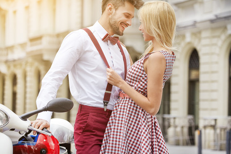 Young couple kissing each other on the street Standard-Bild