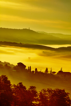 Scenic Tuscany landscape with rolling hills and valleys in golden morning light Stock fotó