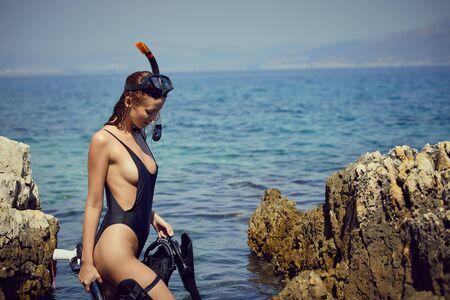 Aqua woman diver spearfishing gun. Hunter concept Standard-Bild