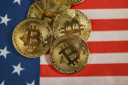 cryptocurrency golden coins - Bitcoin, Ethereum, Litecoin on the background of American flag. Virtual money concept. Zdjęcie Seryjne