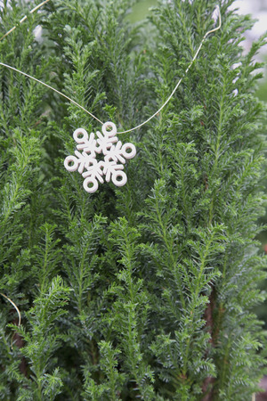 Miniature Arbre de Noël avec Snowflake Garland Banque d'images - 50122031