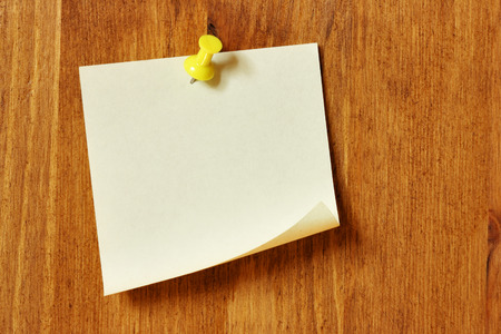 bulletinboard: Single blank note paper attached to a wooden wall Stock Photo