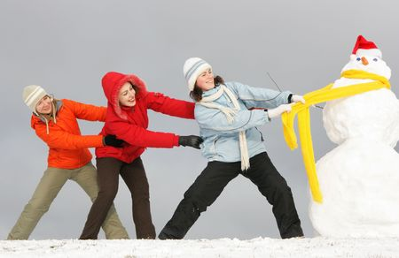 edred�n: Tres ni�as de atracci�n de nieve de edred�n amarillo