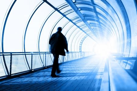 going in: Despu�s de la vida - El hombre va en el t�nel hacia la luz