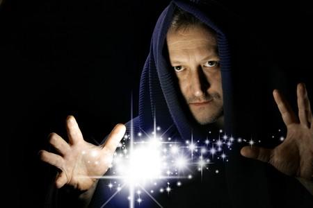 wahrsager: Assistent witg leuchtende Sterne zwischen Ihrer Hand Lizenzfreie Bilder