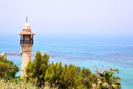 yaffo: Mezquita y el mar. Tel Aviv - Yaffo, Israel Foto de archivo