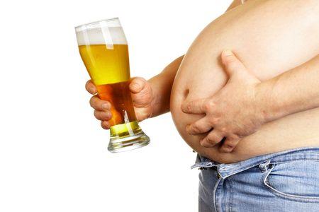 large build: Uomo con un bicchiere di birra isolato su bianco baclground